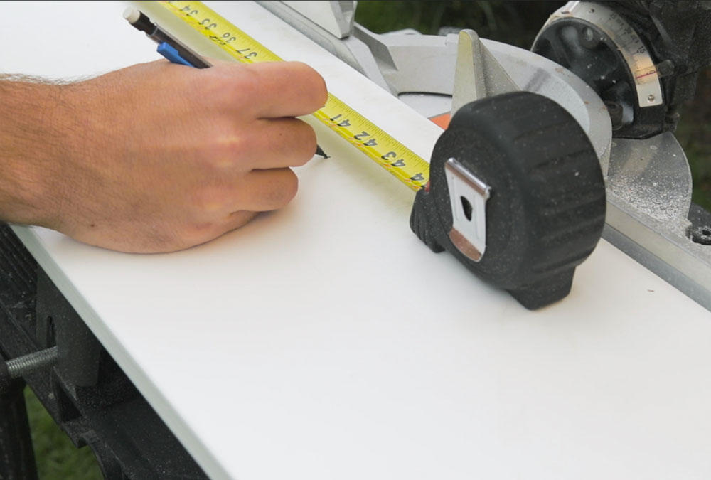 measuring with measuring tape